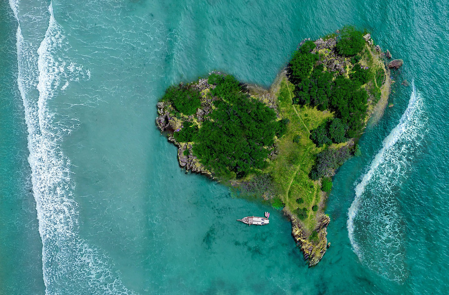 Global Superyacht Marketing image of heart island